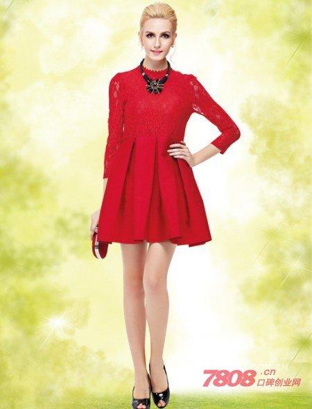 好?红色连衣裙搭配