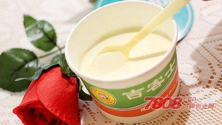 学校周边开一家中高端酸奶冰淇淋店可行吗?